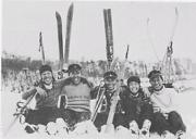 雪中に笑いがはじけるスキー部(昭和8年)
